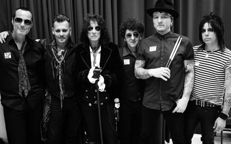 ¿Te imaginas una banda con Johnny Depp, Alice Cooper y Joe Perry? ¡Mejor escúchala!