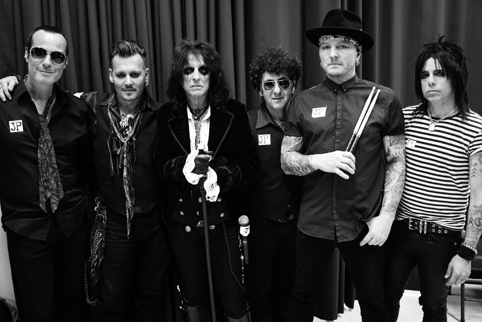 ¿Te imaginas una banda con Johnny Depp, Alice Cooper y Joe Perry? ¡Mejor escúchala!
