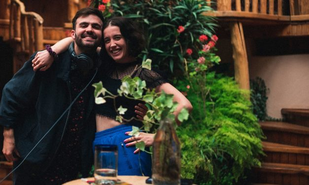 El chileno Benjamín Walker estrena junto a Vanessa Zamora la canción 'Quiero Verte Hoy'