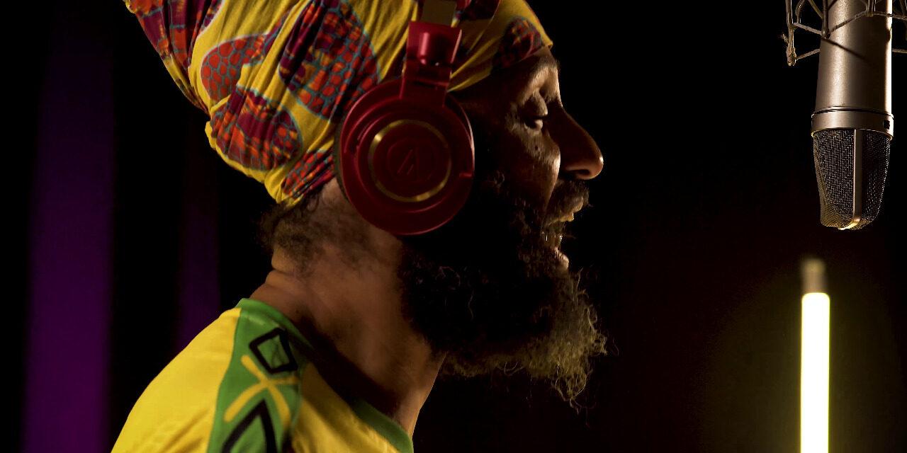 Fidel Nadal presenta «Te Robaste Mi Corazón» junto a Los Caligaris